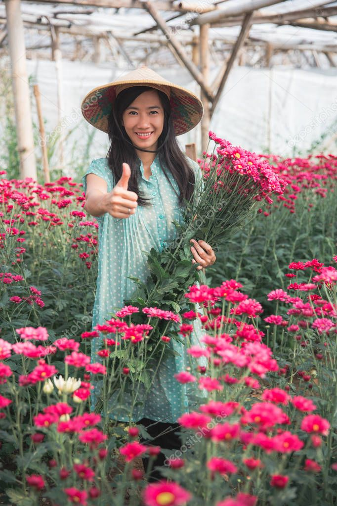 showing thumb up in chamomile flower farm