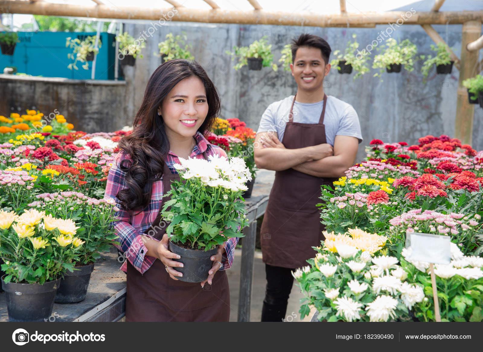 Секс в магазине цветов, Красивый секс продавца с клиенткой в магазине 18 фотография