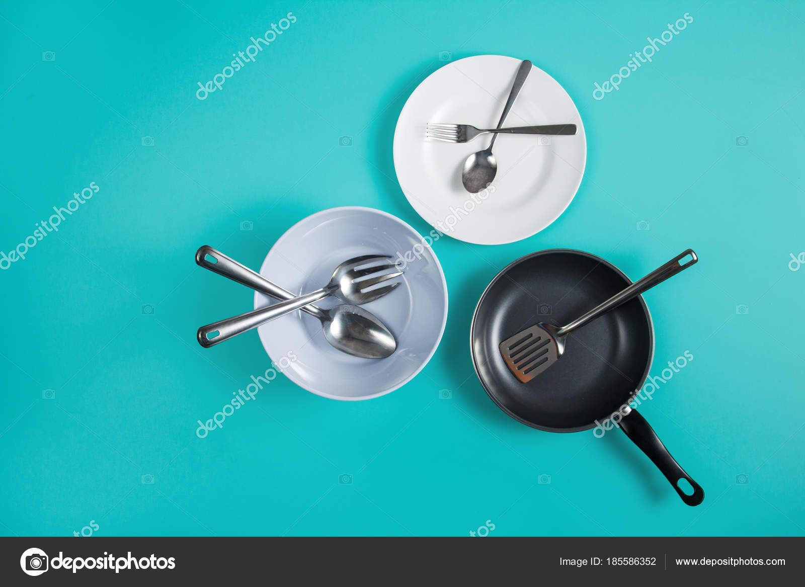 Gruppe der Küchengeräte und Geschirr — Stockfoto © odua #185586352