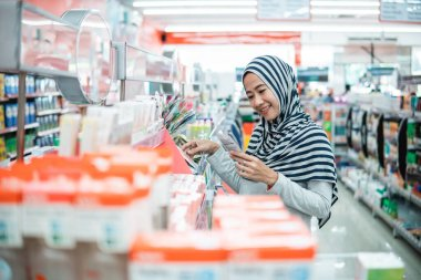 woman shopping in grocery store supermarket