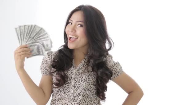 šťastná vzrušená podnikatelka držící dolar