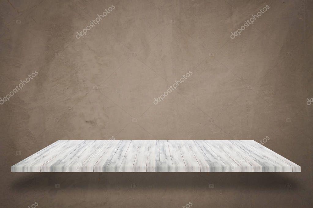 Mensola In Legno Superiore Bianca Vuota Con Sfondo Di Muro Di