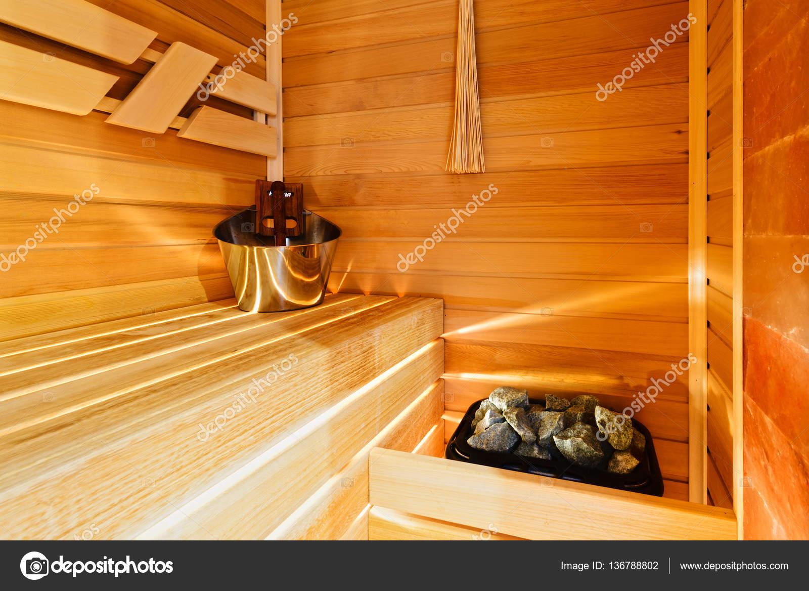Ausgezeichnete kleine Sauna in der modernen Wohnung — Stockfoto ...