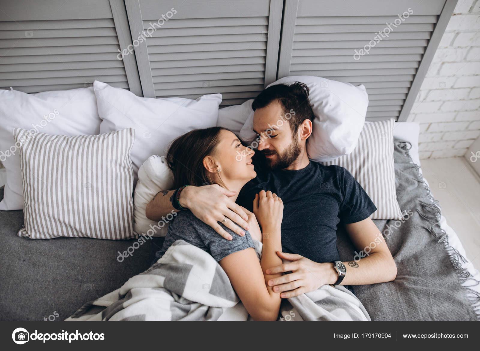 Супруги ласкают друг друга — photo 8