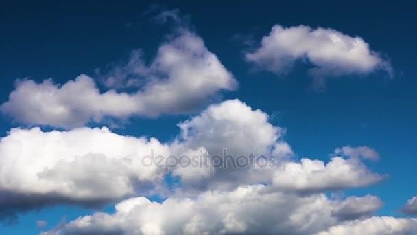 1920 x 1080 ふくらんでふわふわ白い雲青い空時間経過モーション背景