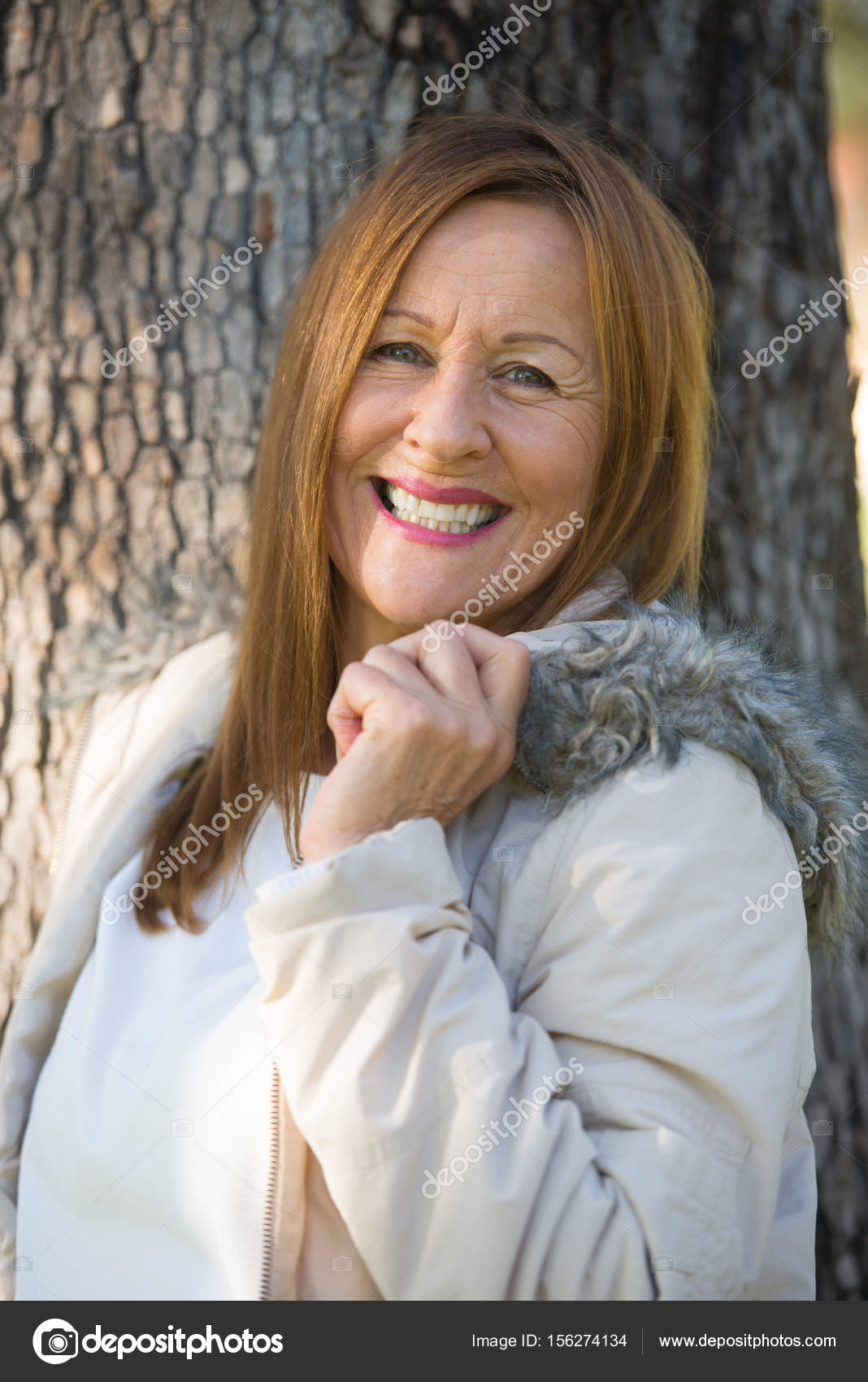 joyful mature woman winter jackte outdoor — stock photo