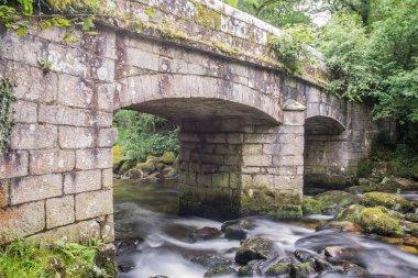 "Картина, постер, плакат, фотообои ""древний каменный мост в дартмуре . постер пейзажи"", артикул 179086186"