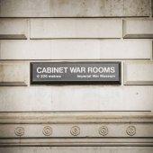 Přihlásit k Winston Churchill kabinetu válečné místnosti kde ho a jeho canbinet setkali v tomto bunkru s kódovým označením výběhu v Dollis Hill, Londýn