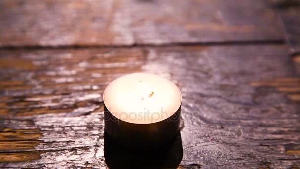 Plamen svíčky se sfoukne