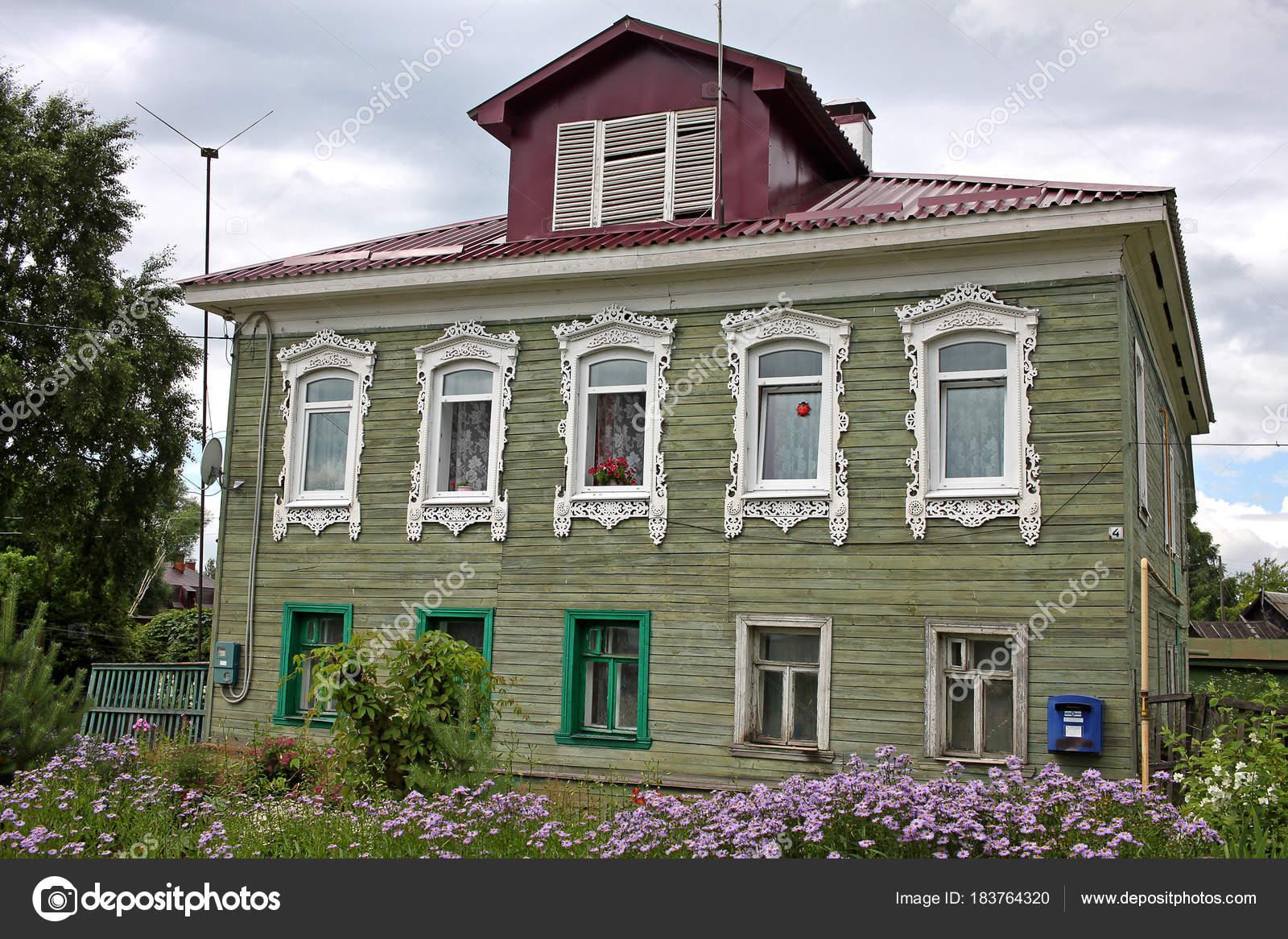 maison de campagne russe traditionnelle ventana blog. Black Bedroom Furniture Sets. Home Design Ideas