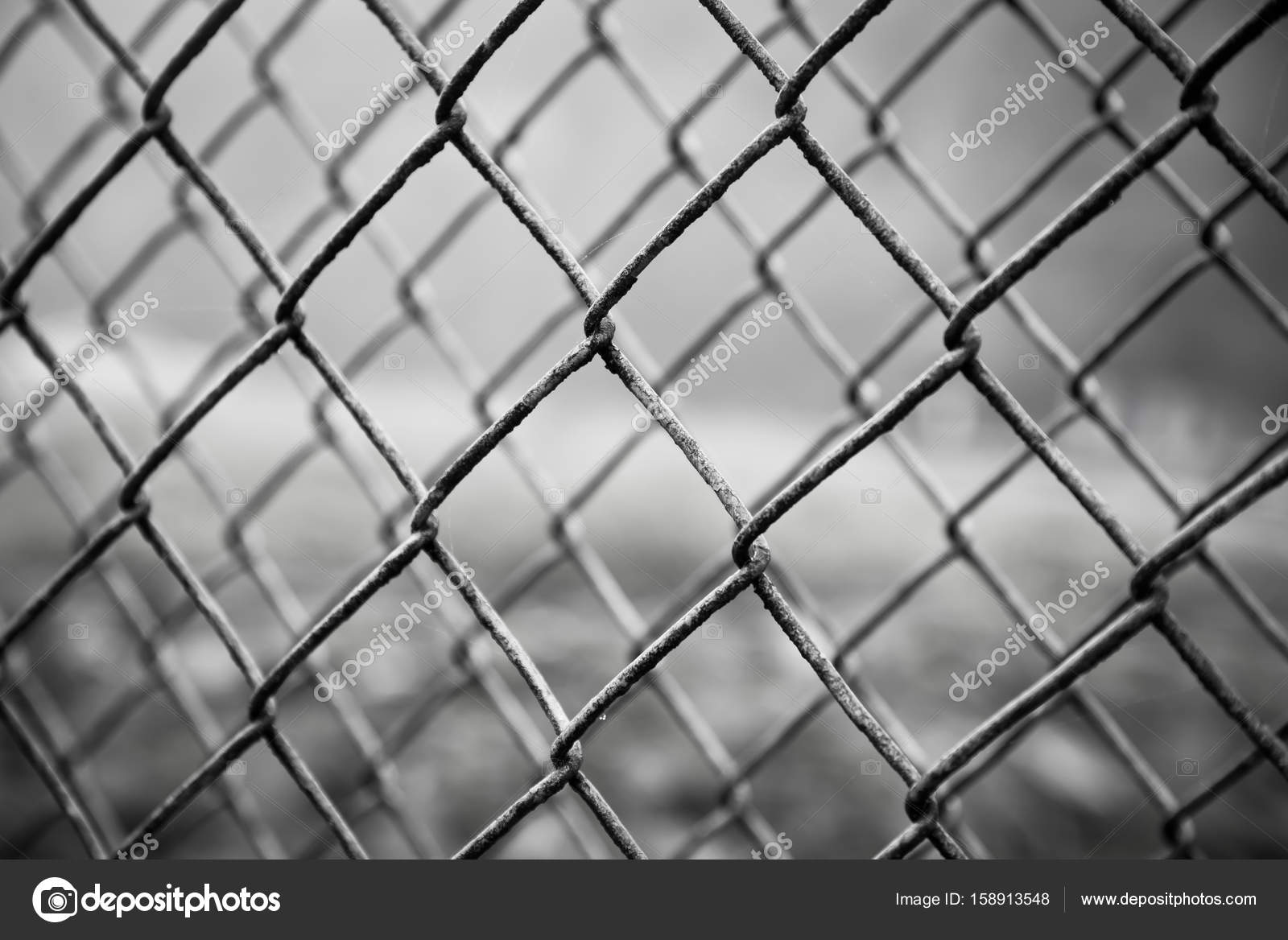 Rostigen Stahl Maschendrahtzaun Stockfoto C Tomgigabite 158913548
