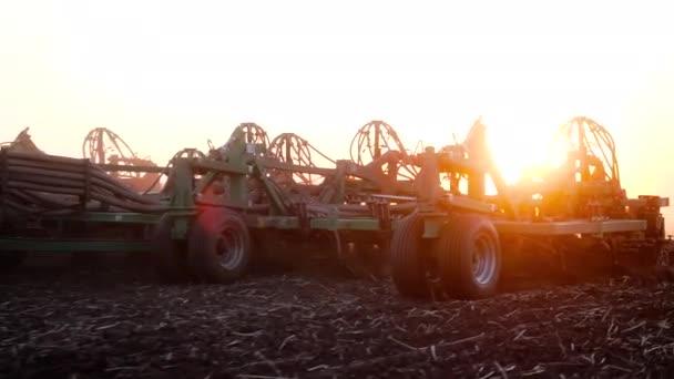 Zemědělská půda při západu slunce, přírodní farma, zemědělství