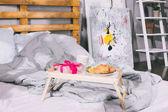 tálca-jelen box takaró-ágy és reggeli