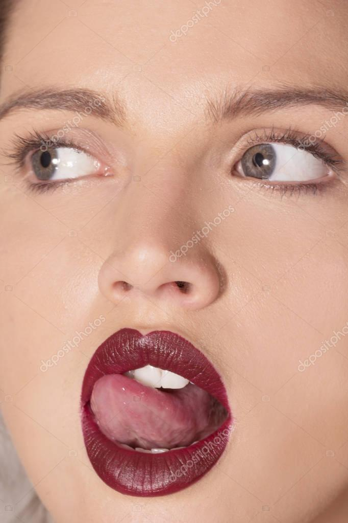 Видео раздвинул ей губы то