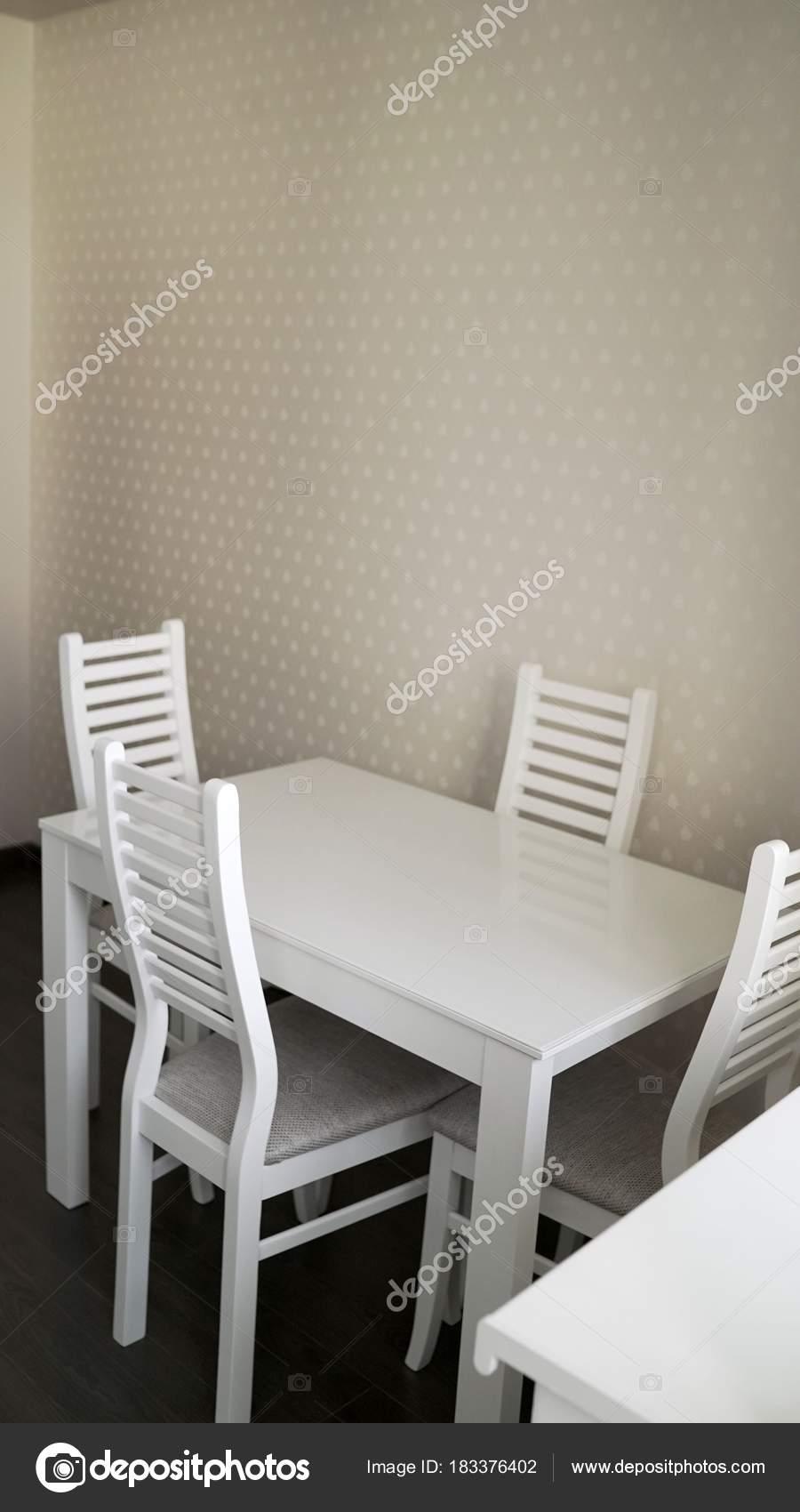 Kuchentisch Mit Stuhlen Kuche Tisch Und Stuhle Der Kuche Stockfoto