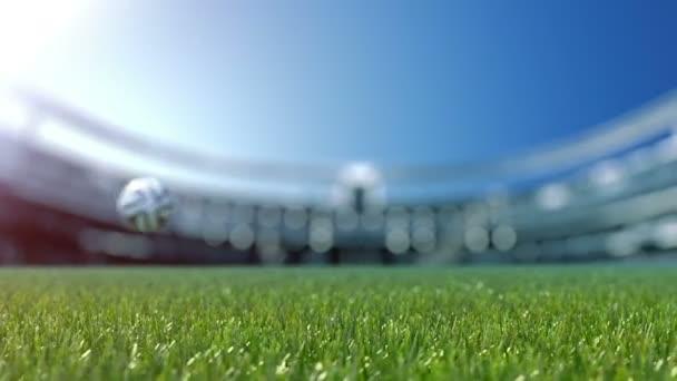 lassú shift kamera a futball-labda, fű. Lassú mozgás 4k