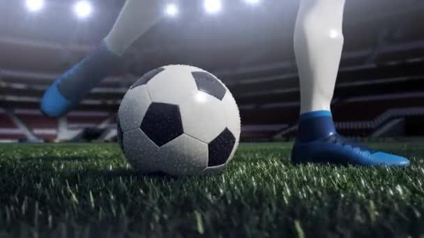 zblízka pohled fotbalový míč a hráč nohu. Střelba na cíl v pomalém pohybu