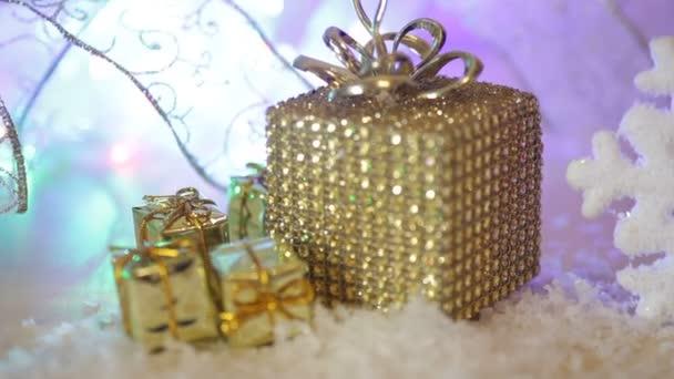 Zlatý vánoční dárek hranice s dekorativní luxusní dárky texturou zlaté pozadí