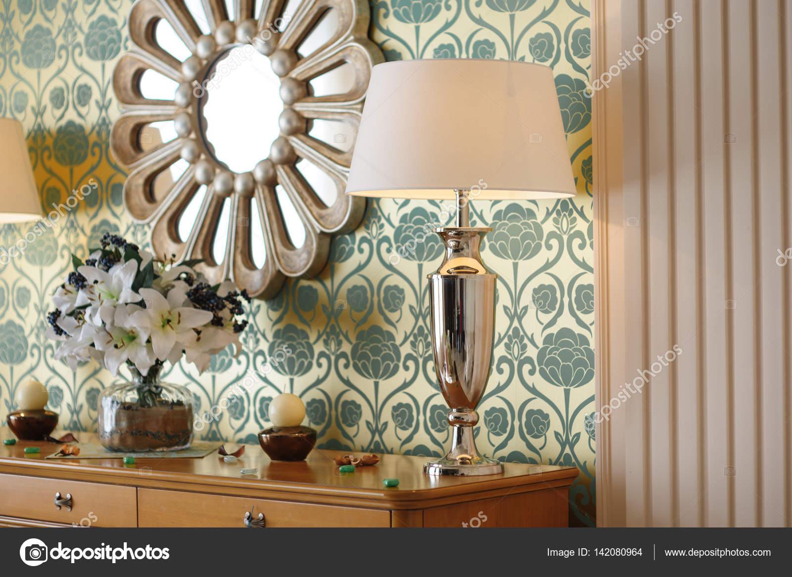 specchio da parete in camera da letto — Foto Stock © timonko #142080964