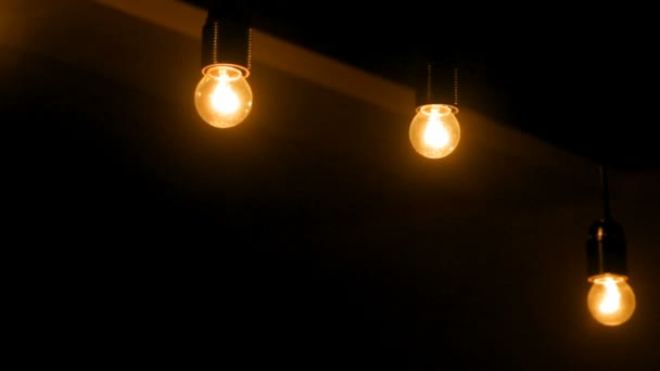 cuarto oscuro interior con focos de luz — Vídeo de stock © timonko ...