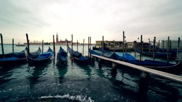 Benátky gondola. Gondole na Grand Canal náměstí San Marko, Itálie 4k