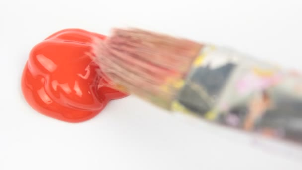 Pinsel und roter Farbe Farbe