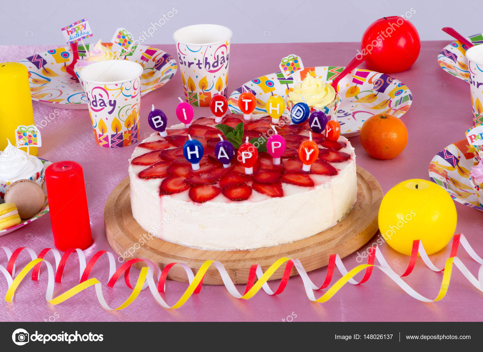 Colorful Dekoration Geburtstag Partei Tabelle Mit Kuchen Und