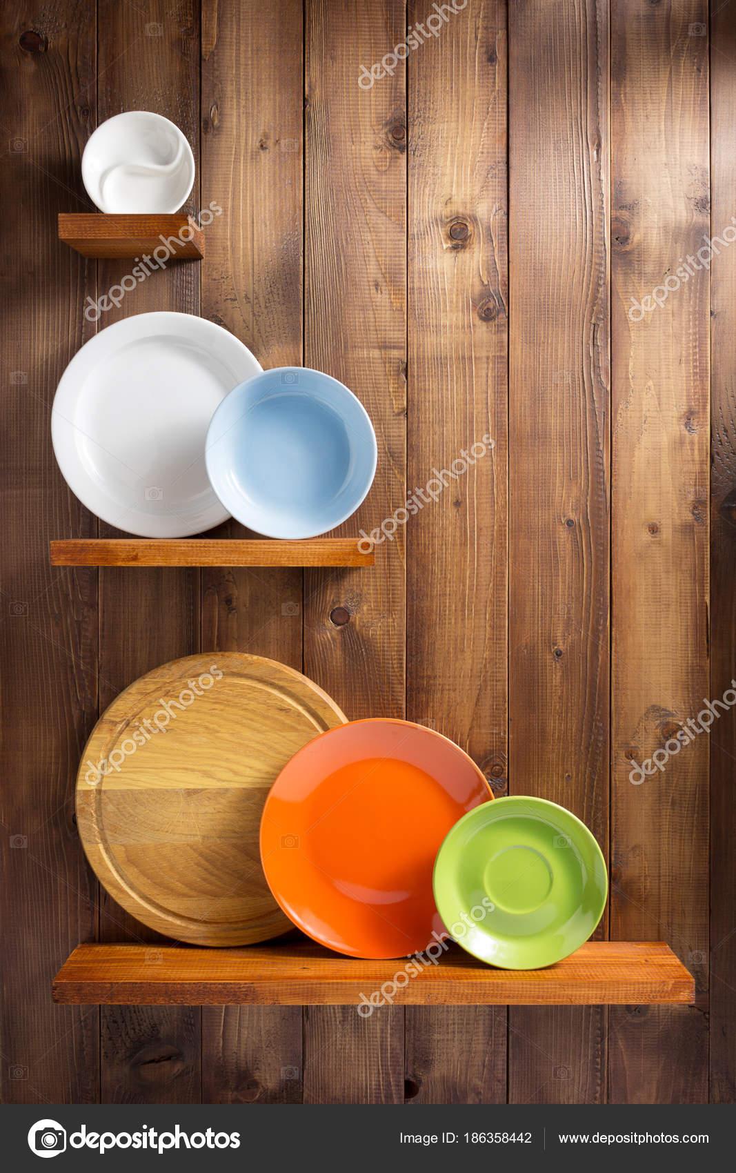 Houten Planken Keuken Muur.Plaat Op De Houten Plank Keuken Bij Muur Stockfoto C Seregam