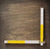 metr pravítko na dřevo