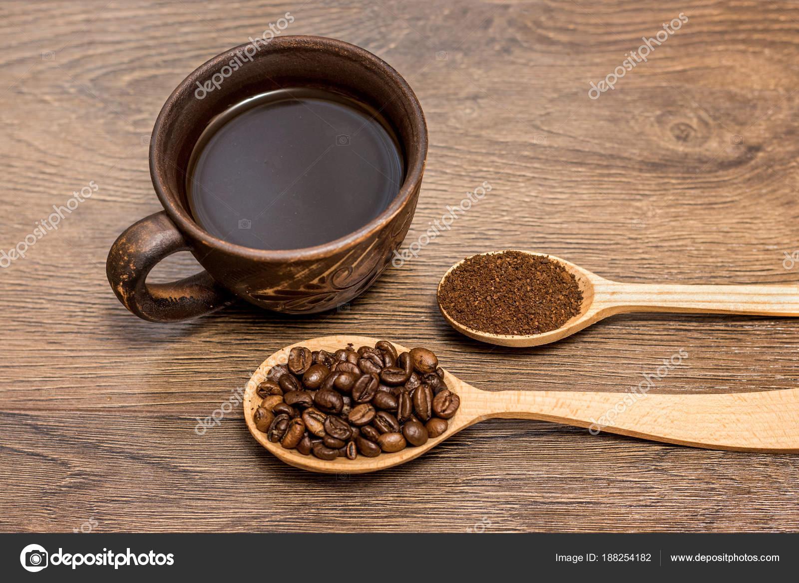 Taza De Café, Grano De Café Y Café En Madera Spo