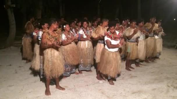 Zvuku domorodých fidžijské lidi zpívat a tančit