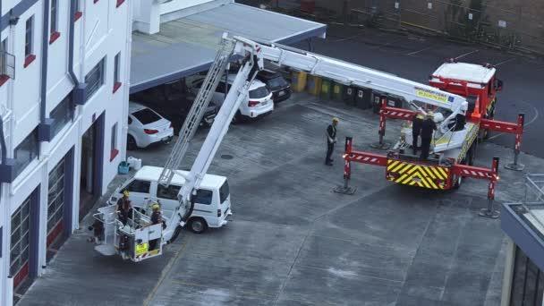 Cvičení hasičů na hasičském žebříku