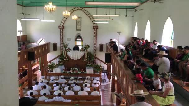 Cook Islanders modlit na Cicc church.94% vařit Islanders (14,974) se připojilo s vírou. Cookovy ostrovy Christian Church (Cicc) dominantní s členy 49 % (7,356)