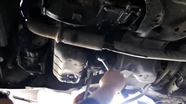 1920 × 1080 25 Fps. velmi pěkné auto opravit pod Repair Video
