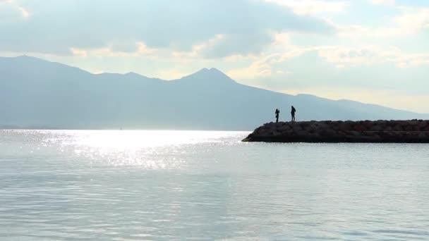 Velmi pěkné pobřeží a pár záběry.