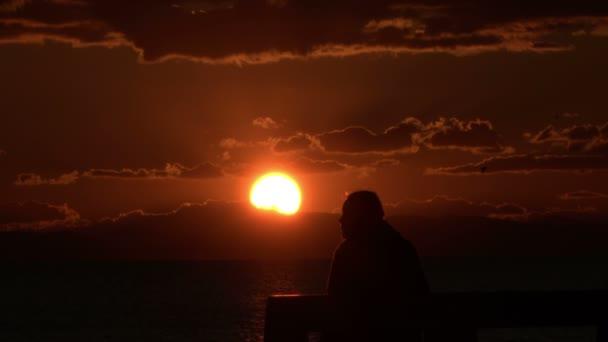 Nagyon szép nők sziluett a Sunset Footage.