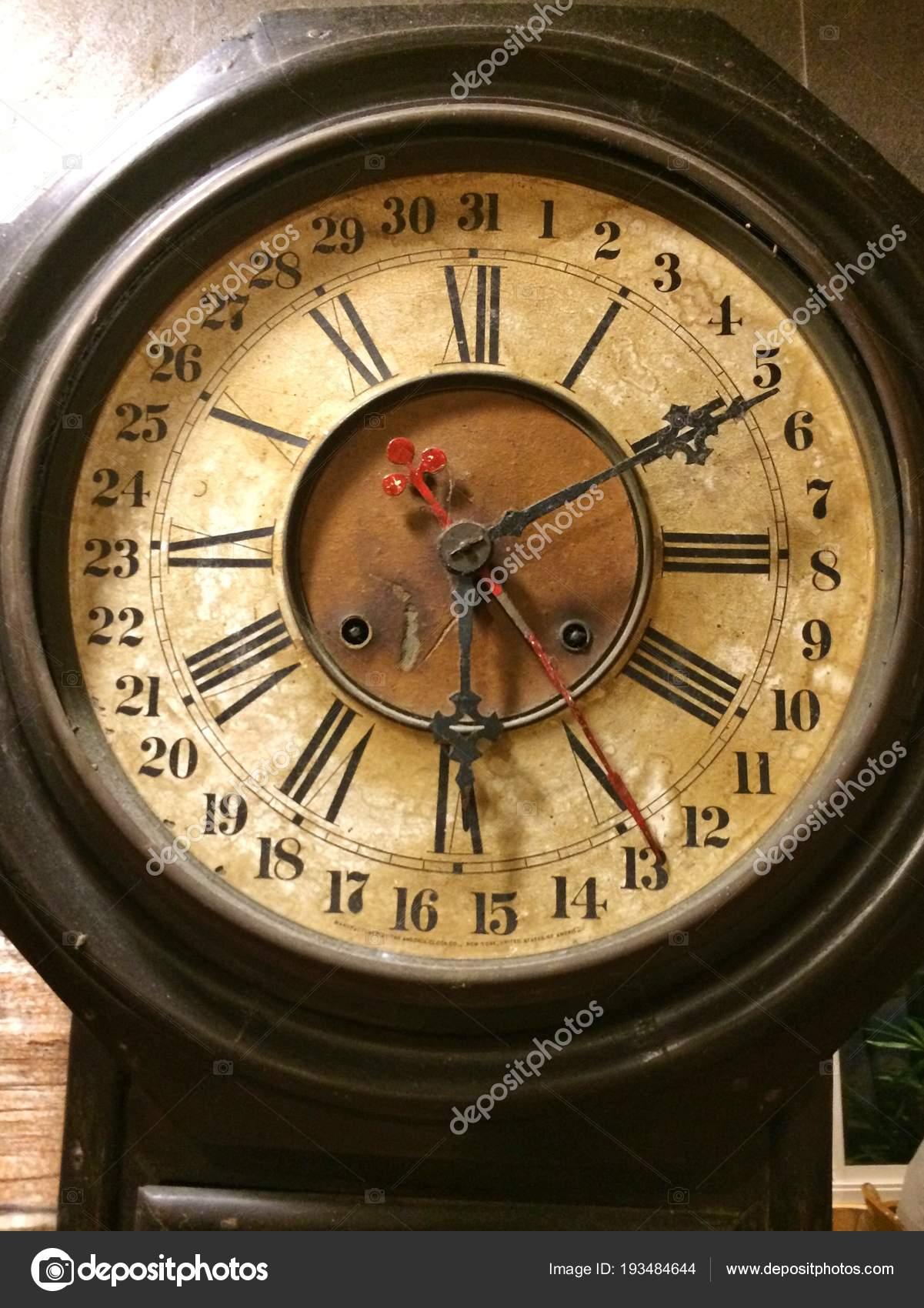 Relojes Antiguos Pared Ladrillo Fotos De Stock Thattep 193484644