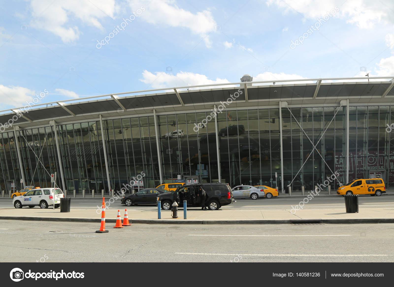 Aeroporto York : Delta airline terminal 4 no aeroporto jfk em nova york u2014 fotografia