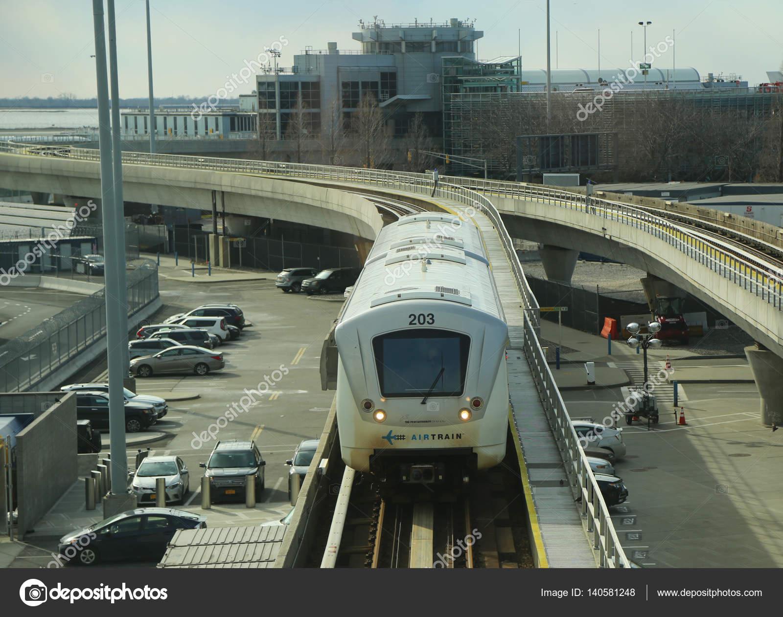 Aeroporto Jfk : Jfk airport airtrain chega ao delta airline terminal 4 no aeroporto
