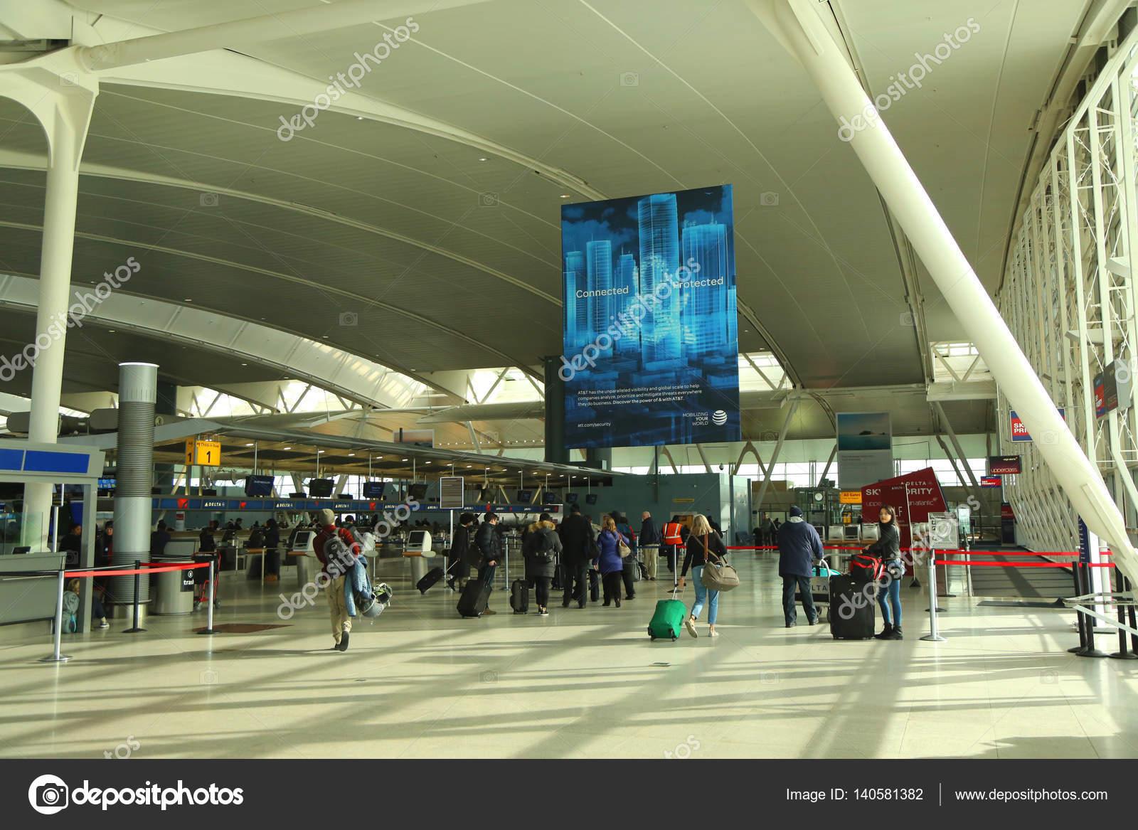 Aeroporto Jfk : Dentro do delta airline terminal 4 no aeroporto jfk em nova york