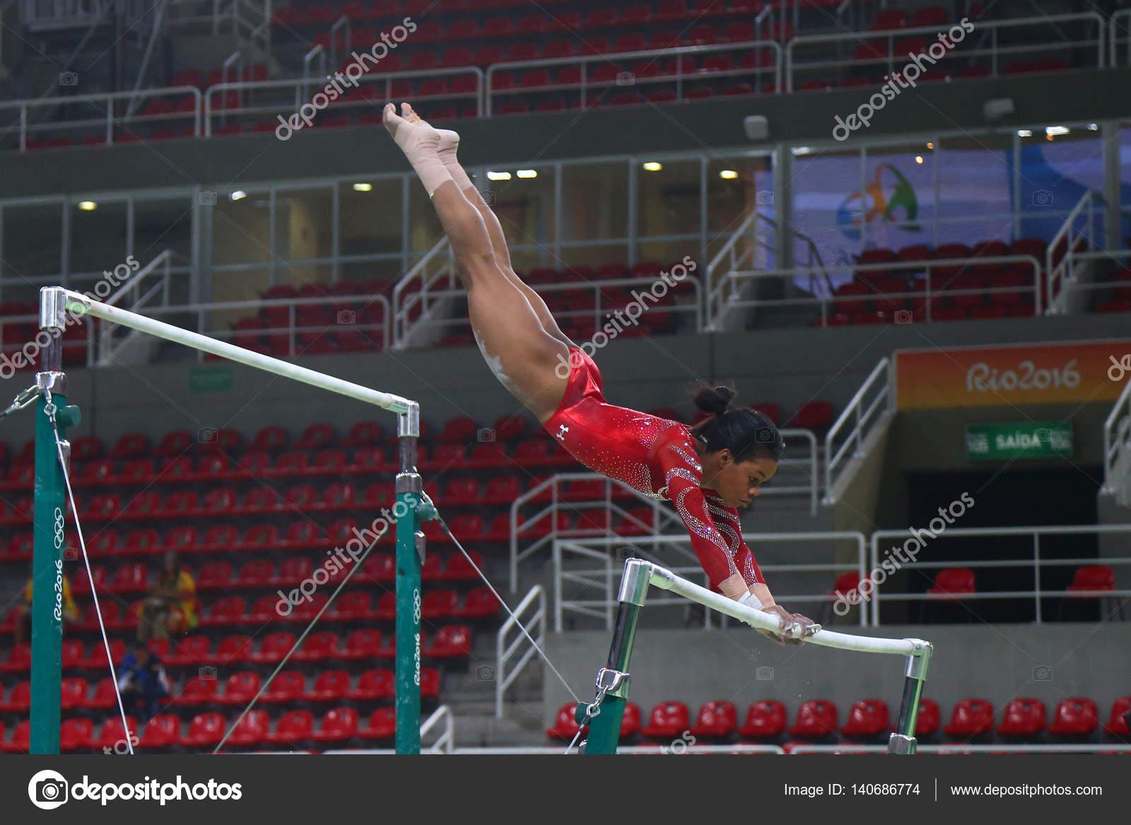 campeão olímpico gabby douglas das práticas dos estados unidos nas