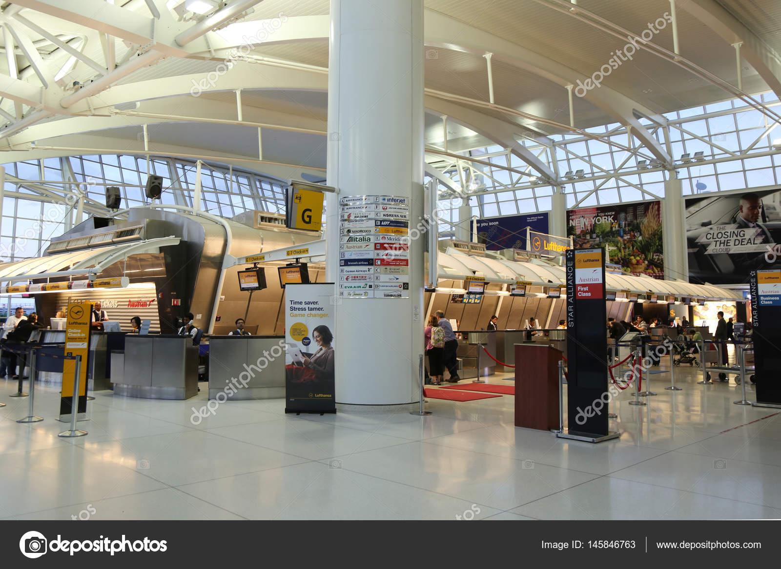 Aeroporto Jfk : Dentro do terminal 1 no aeroporto jfk em nova york u2014 fotografia de