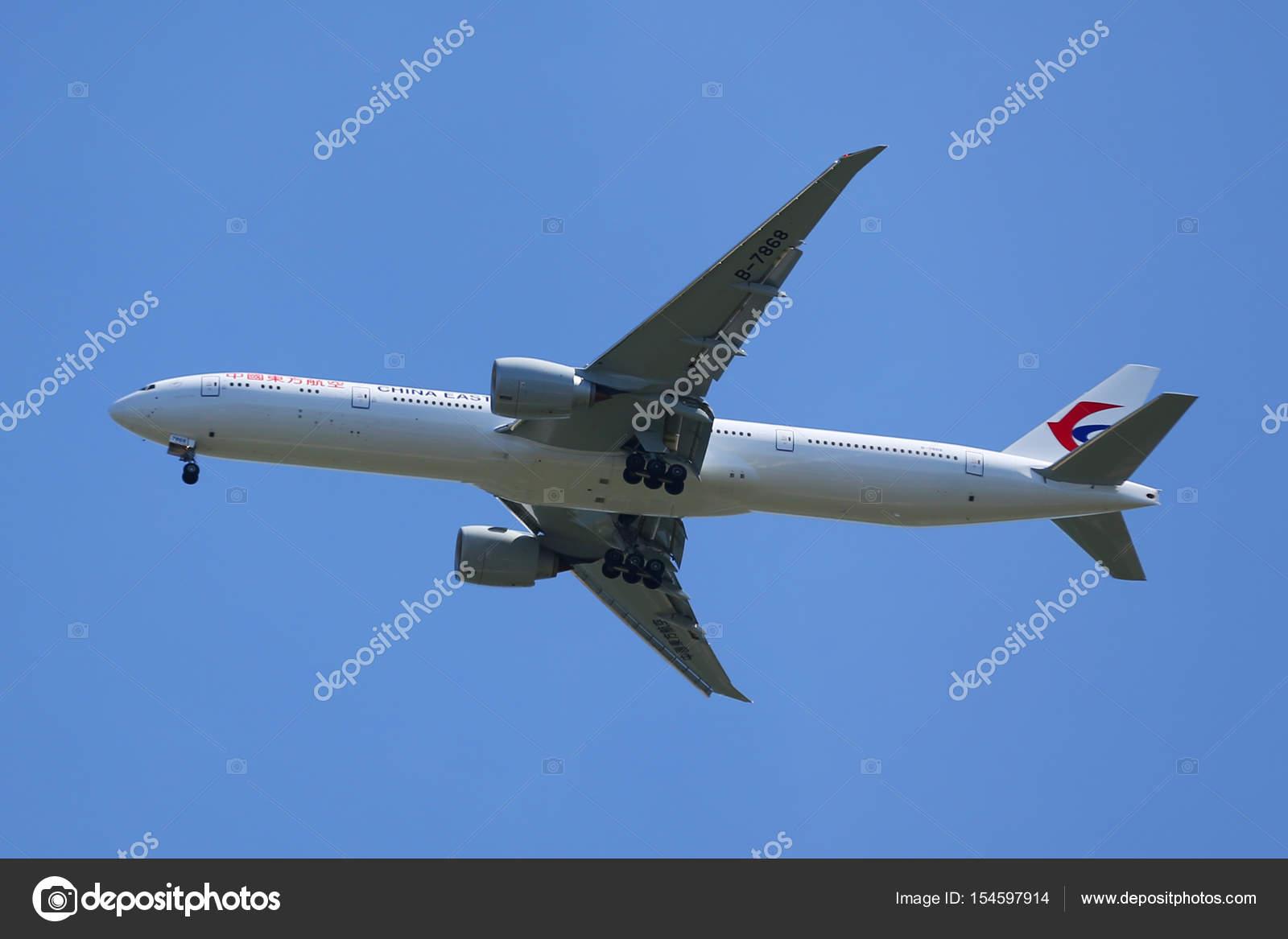 Aeroporto York : China eastern airlines boeing 777 desce para pouso no aeroporto