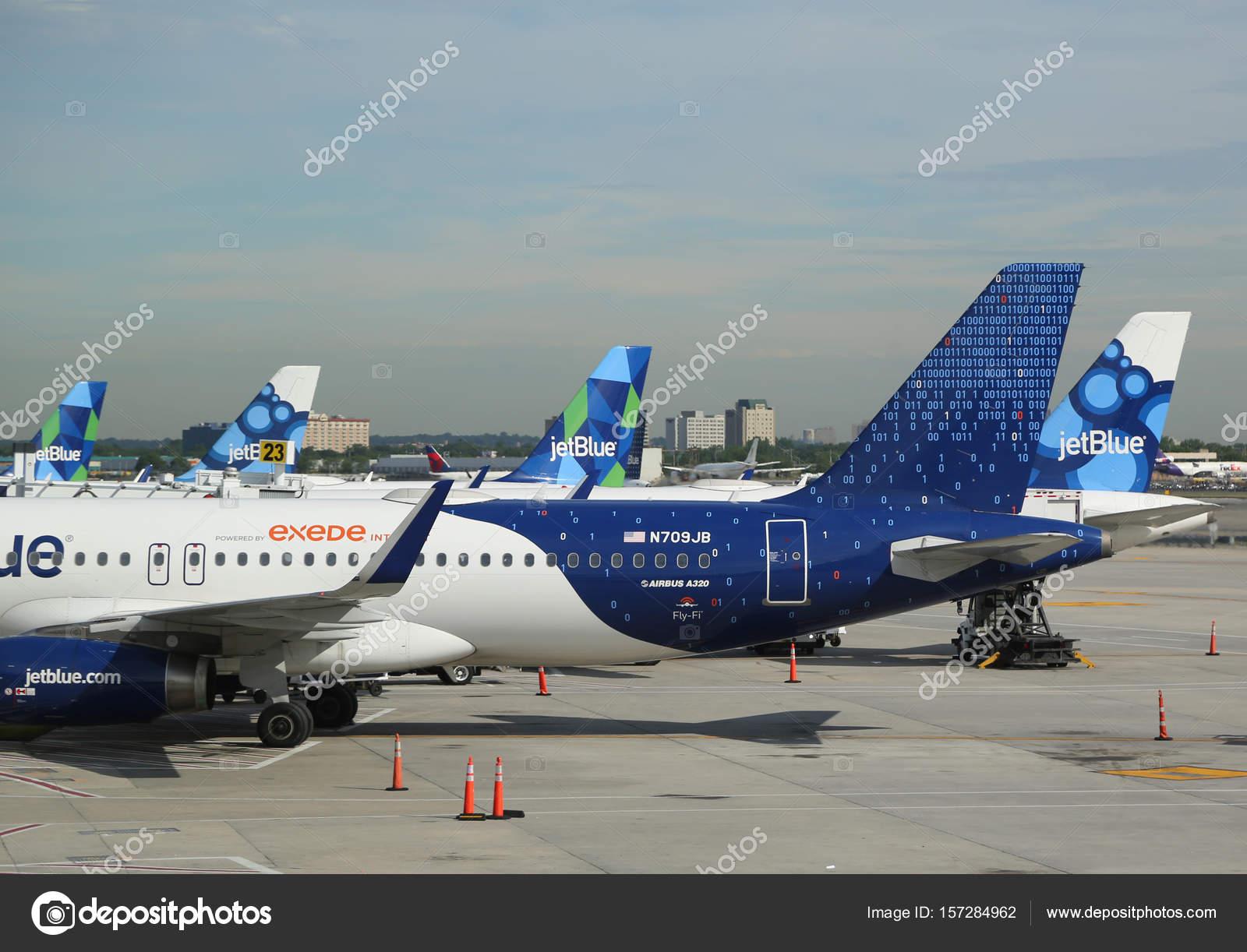 Aeroporto York : Jetblue avião na pista do aeroporto internacional john f kennedy em