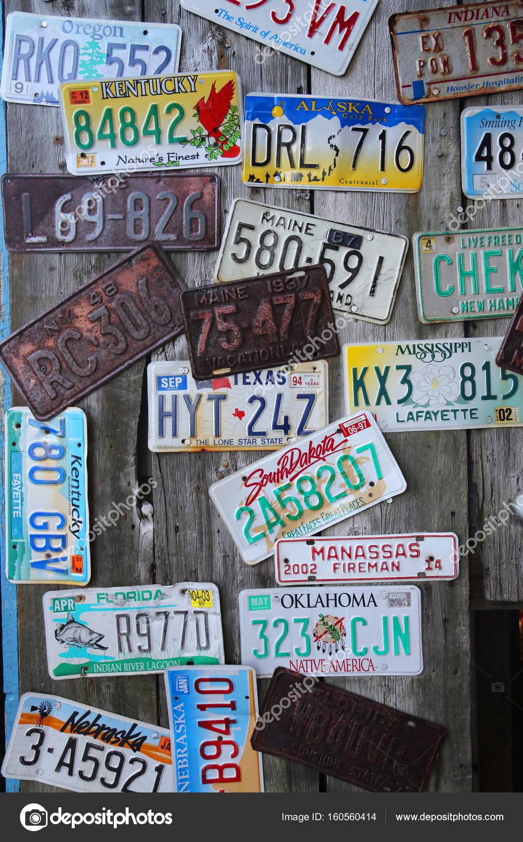 Old car license plates – Stock Editorial Photo © zhukovsky #160560414