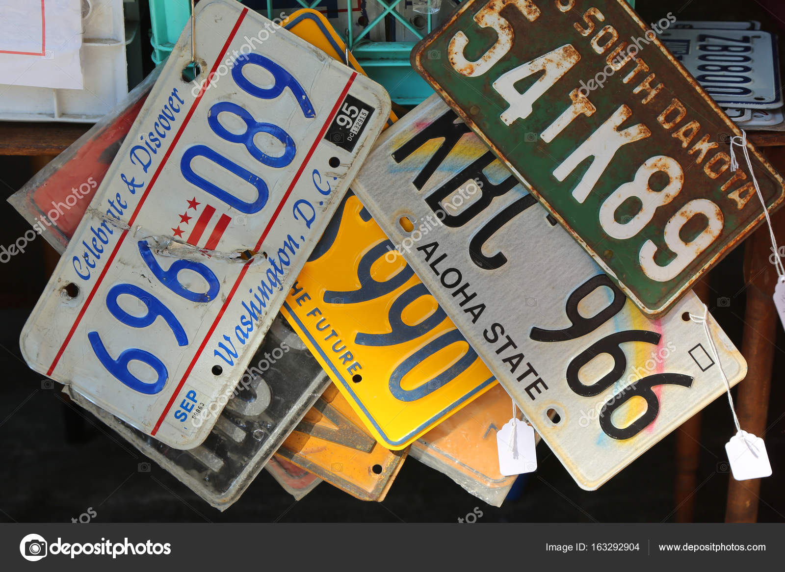 Old car license plates – Stock Editorial Photo © zhukovsky #163292904