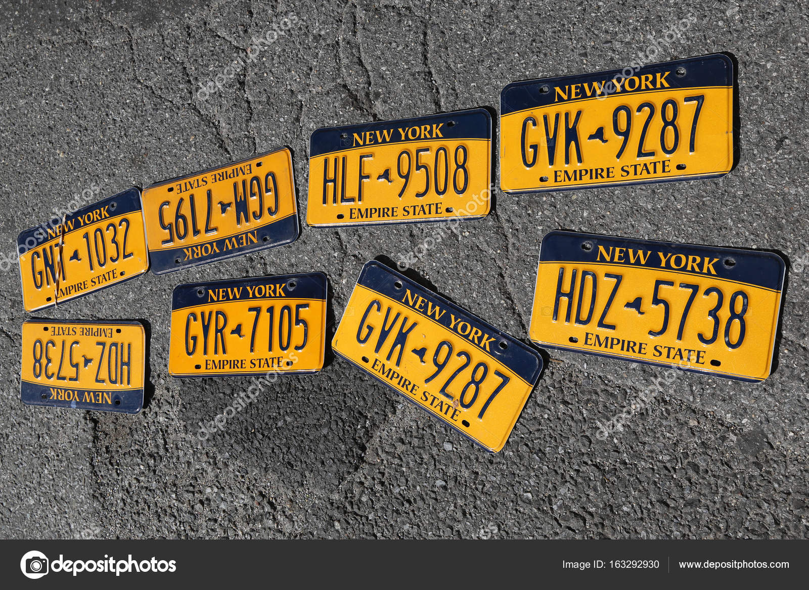 Old car license plates – Stock Editorial Photo © zhukovsky #163292930