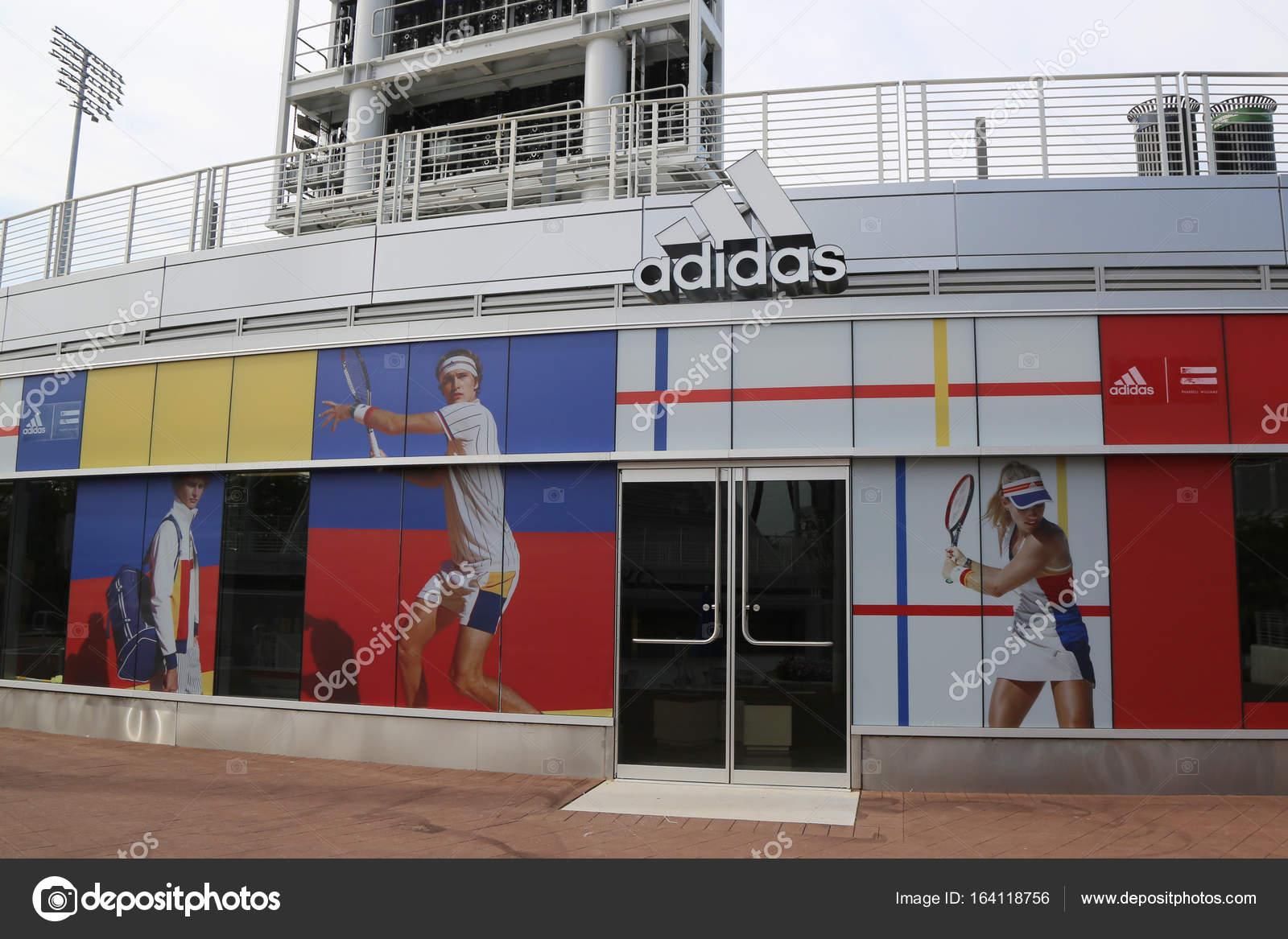 Adidas Presenta Nuova Raccolta Il Da Pharrell Williams Durante Il Raccolta Tennis 5095cc