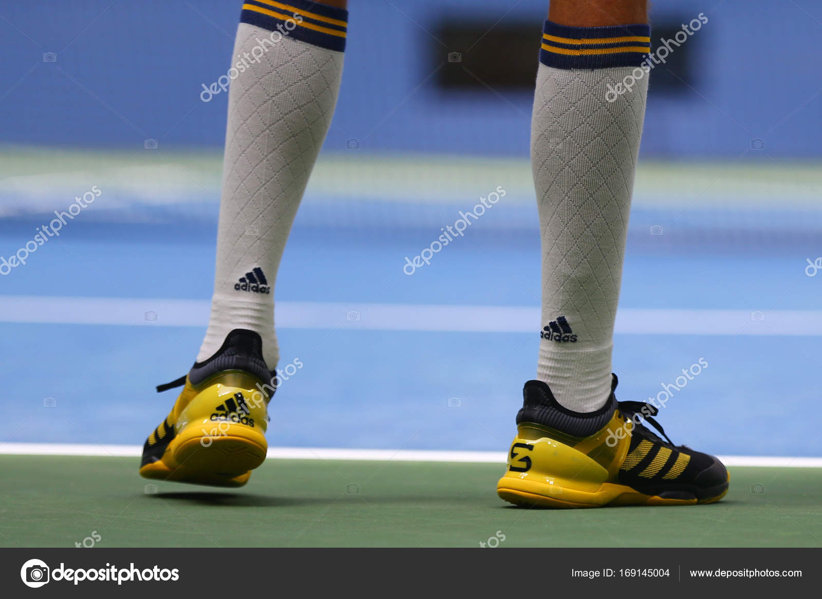 indice Medico comfort  Professional tennis player Alexander Zverev of Germany wears custom Adidas  tennis shoes – Stock Editorial Photo © zhukovsky #169145004