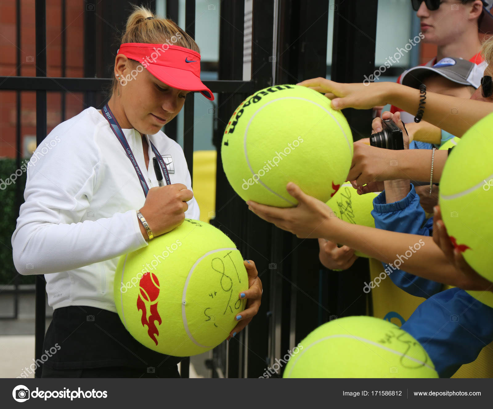 Professional Tennis Player Sofia Kenin Of United States Signs Autographs After Practice For Us Open 2017 Stock Editorial Photo C Zhukovsky 171586812
